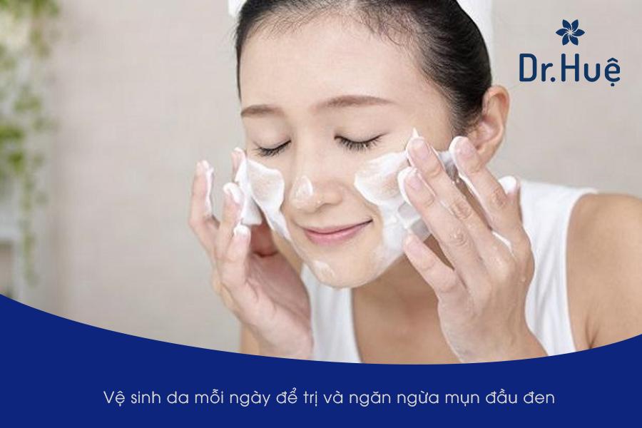 Vệ sinh da mặt sạch sẽ để trị mụn đầu đen