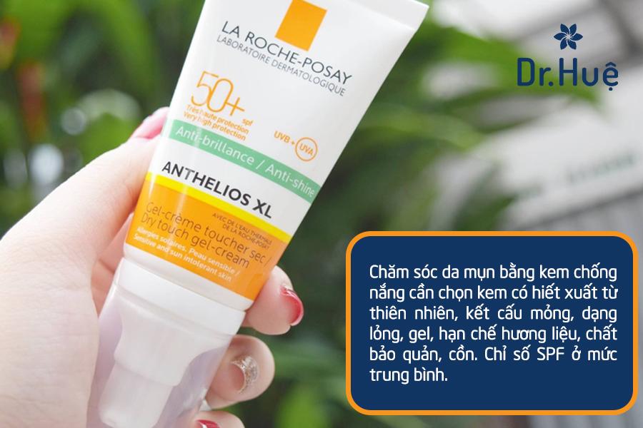 Bôi kem chống nắng cho da dầu mụn để bảo vệ toàn diện